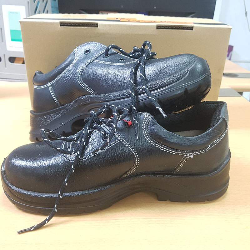 5 Reasons Why Wearing Safety Shoes at the Workplace is Crucial